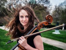 Eva Cello Photo